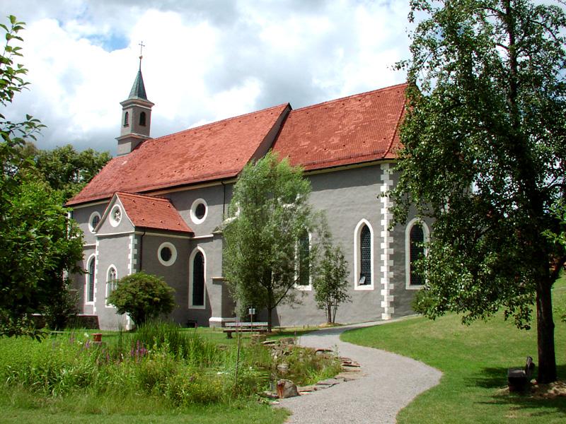Außenansicht der Klosterkirche Sankt Luzen