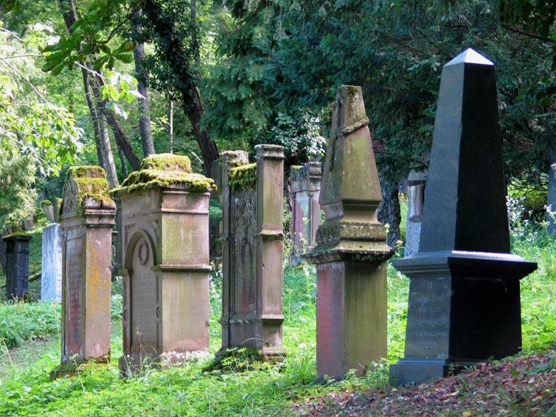 Gräber auf dem jüdischen Friedhof