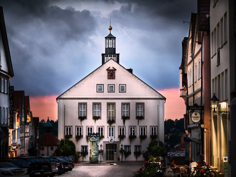 Rathaus bei Dämmerung