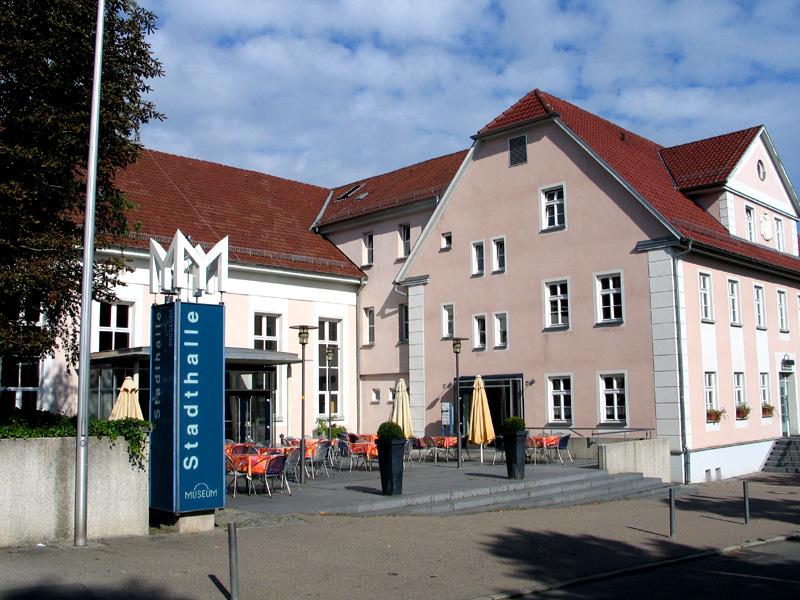 Außenansicht Stadthalle und Restaurant Museum
